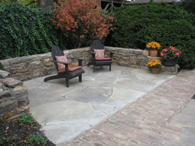 Stone Seat Walls & Irregular PA Flagstone Patio