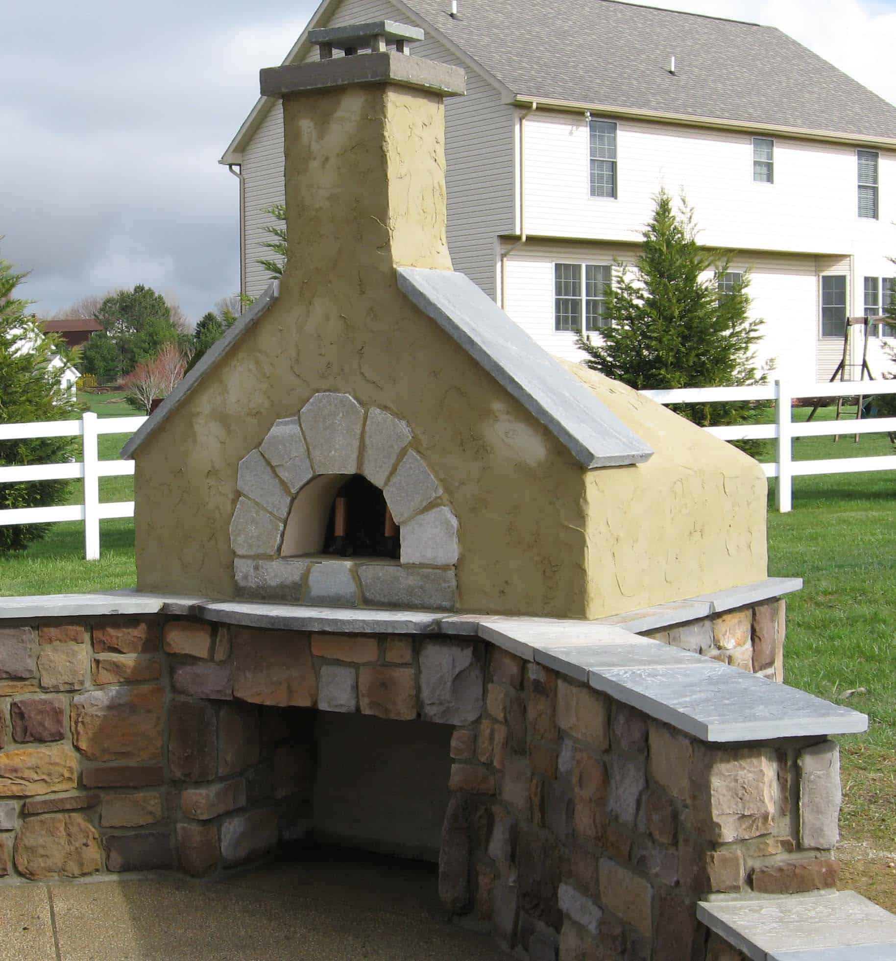 274 Stucco and Stone Outdoor Oven
