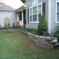 457 Stone Retaining Wall at Front Corner Garden with Boulders