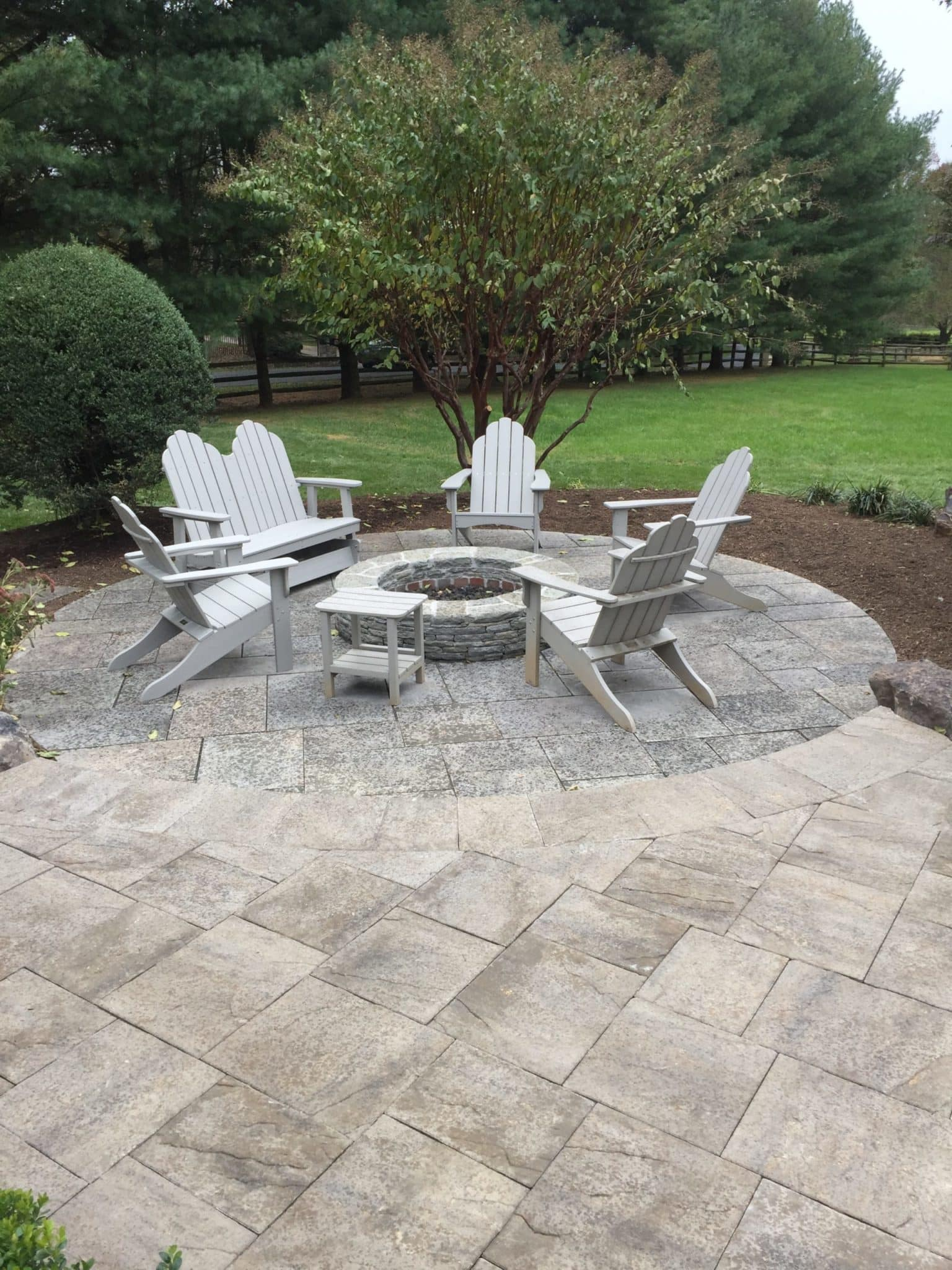 593 Round Firepit within Circular Flagstone Patio