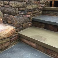 618 PA Beige Stone Wall Flanks Steps in PA Beige Stone with Flagstone Risers
