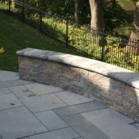 621 Curved Techo-Bloc Sitting Wall iwth Nicolock Cap